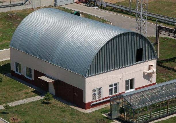 Использование арочных ангаров при строительстве мансард и пристроек